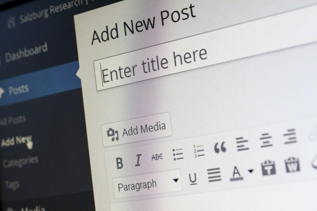 Placený WordPress hosting má oproti freehostingu řadu výhod.