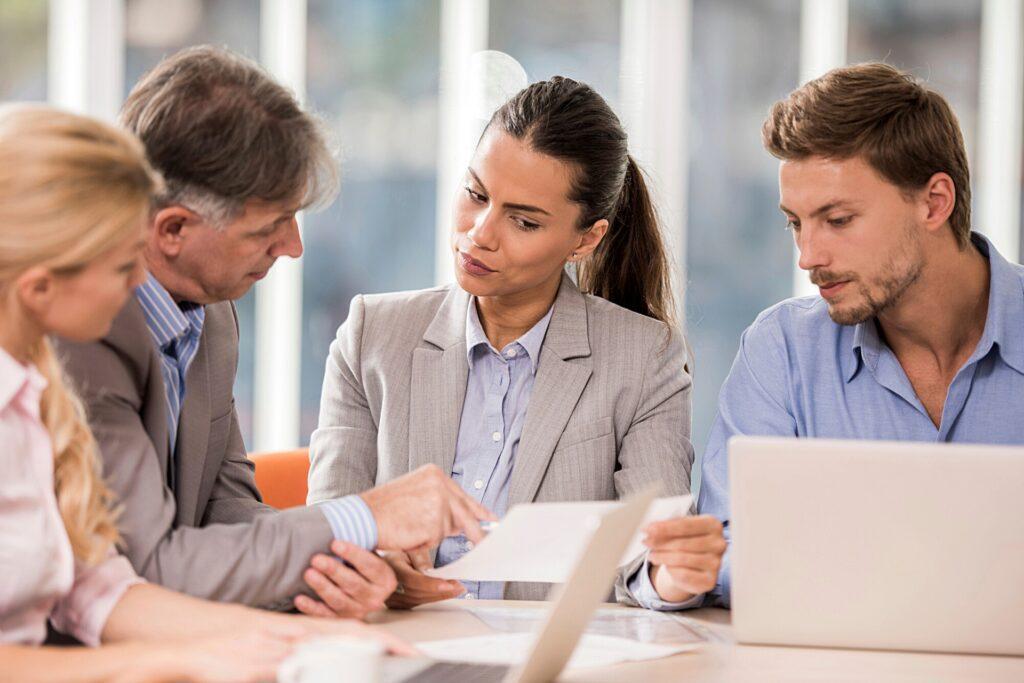 Úkolem dozorčí rady je dohlížet na činnost celé společnosti. U společností s více než 500 zaměstnanci je třetina členů dozorčí rady volena zaměstnanci v pracovním poměru.