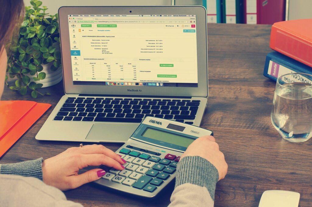Výše záloh na daň z příjmů právnických osob závisí na poslední známé daňové povinnosti.
