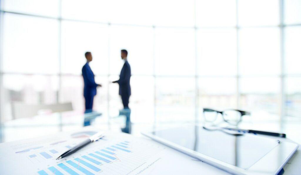 K likvidaci akciové společnosti dochází buď dobrovolně z rozhodnutí valné hromady, nebo nedobrovolně z rozhodnutí soudu.
