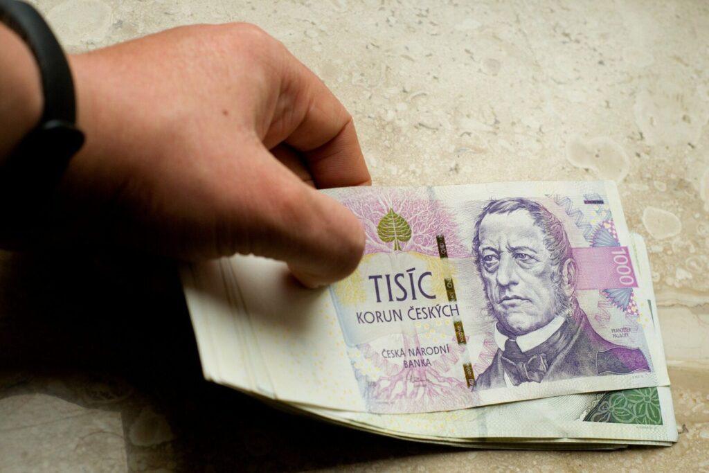 money-3669788_1920-6432045